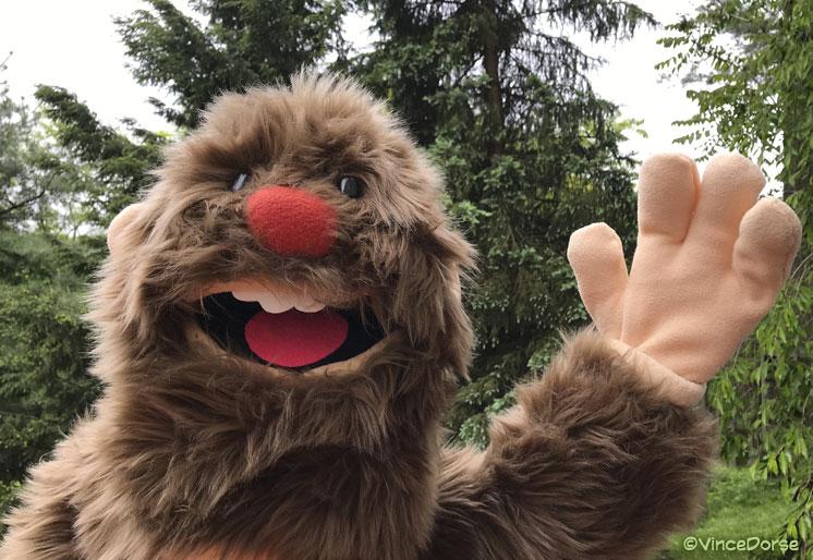 bigfoot_waving_dorse